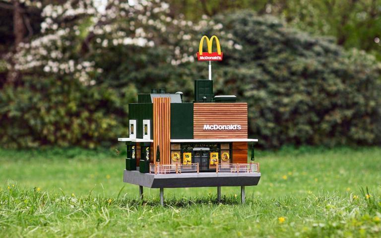 你知道全世界最小間的麥當勞長怎麼樣嗎?而且每日的客戶量達千位喔!