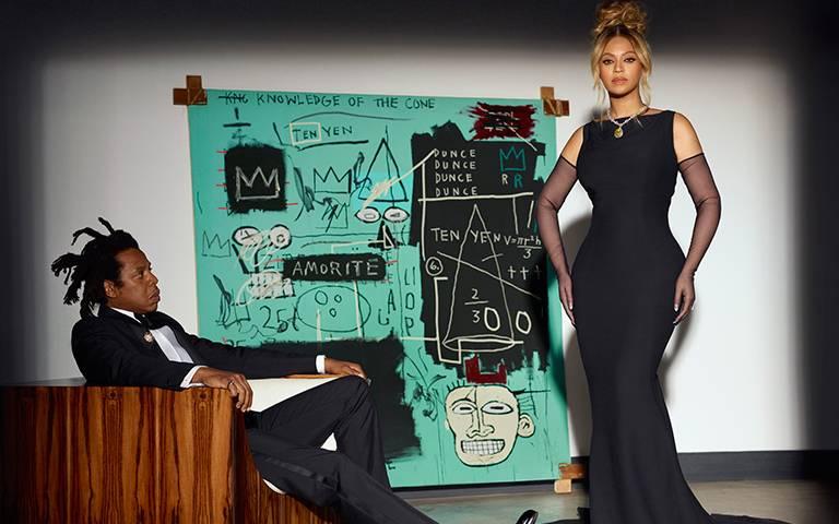 碧昂絲合體Jay-Z吸睛說愛!閃戴128克拉Tiffany傳奇黃鑽、重唱〈Moon River〉,翹臀復刻現代奧黛麗赫本
