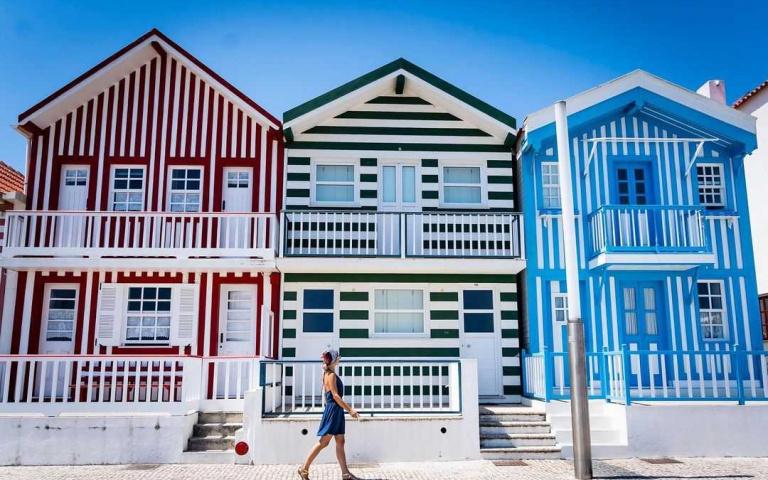 葡萄牙小眾景點!夏日感十足的「繽紛條紋小鎮」