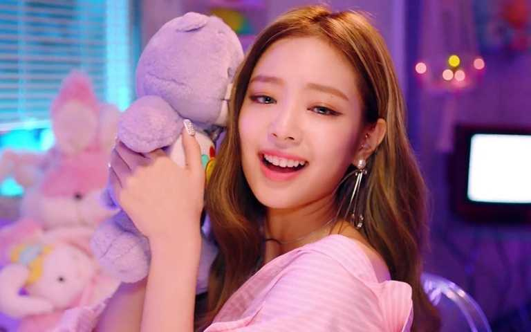 連JENNIE都淪陷!韓國女生從生活到時尚都超瘋Care Bear!