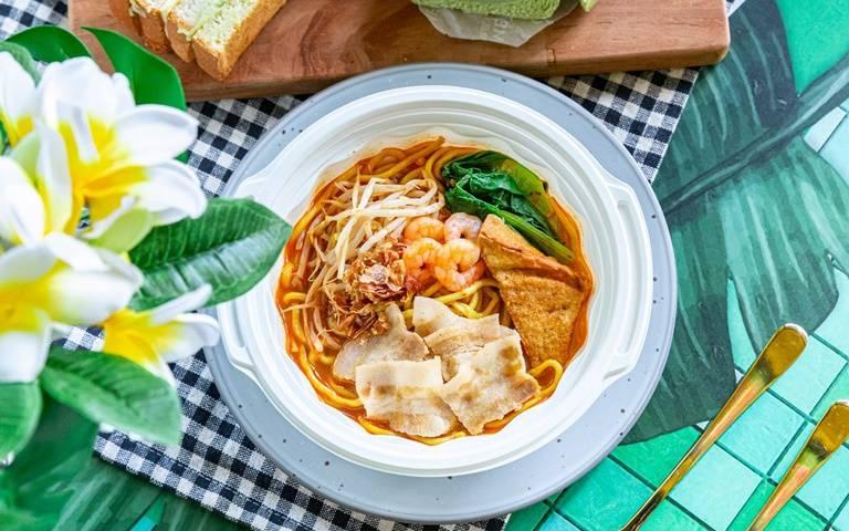 超商吃得到!知名星馬料理聯名全家推四款「南洋美食」 檳城炒泡麵、加央牛油烤土司讓你秒飛馬來西亞