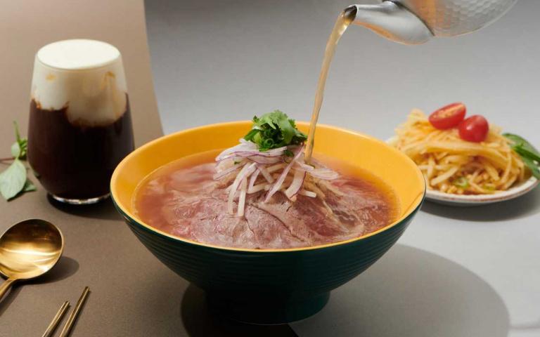 加州來的越式河粉 熱湯現沖粉紅色豪華肉肉超療癒