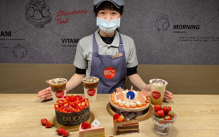螞蟻人開吃啦!85℃「冠軍哈密拿鐵」第二杯半價超划算 再推出2款新品蛋糕「爆量草莓鋪好鋪滿」