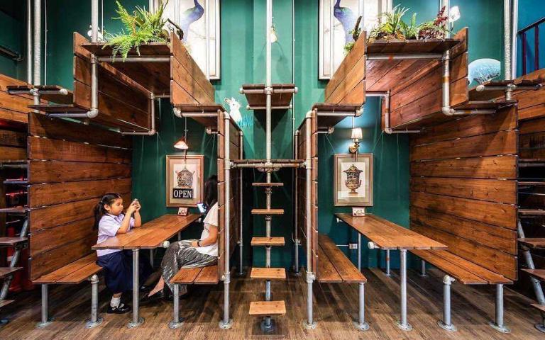 算是種超前部署?擁有雙層錯落座位的泰國咖啡廳