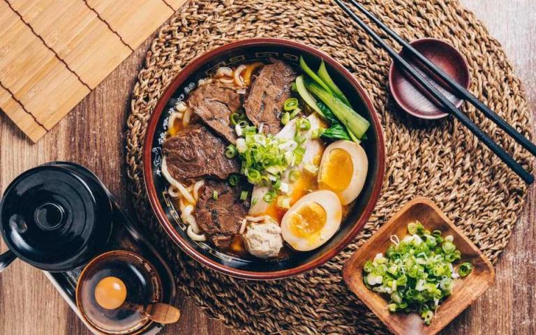 身為台灣人 不能不知道的幾間牛肉麵  好吃到每天都在排隊!台北市牛肉麵推薦 !