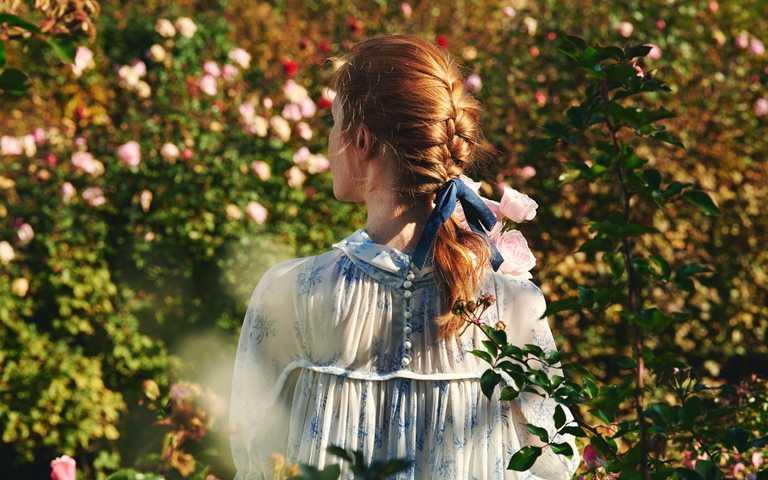 蝴蝶結髮飾增添甜美優雅風情