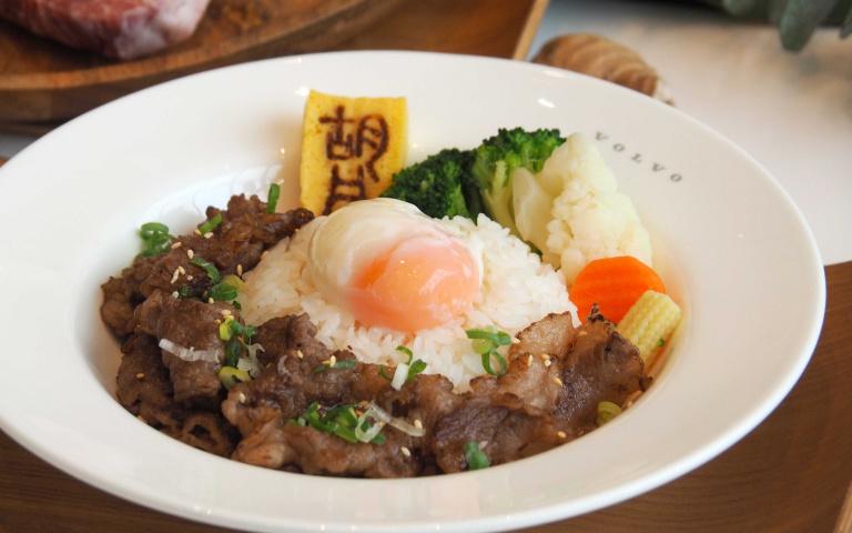 宮崎香草牛美味來襲 賞車保養還能大啖燒肉丼 限量品嘗珍稀部位