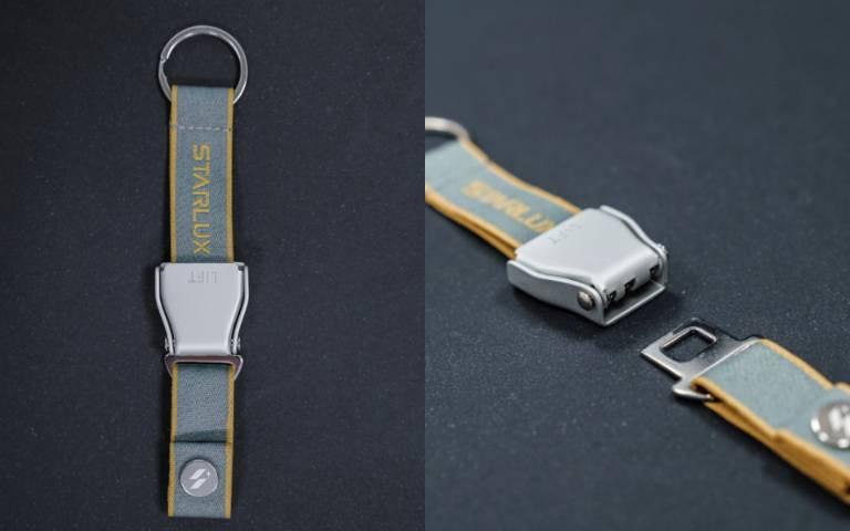 機上安全帶縮小了!潮牌「星宇航空」推「A321neo安全帶鑰匙圈」,煙灰藍+芥末黃質感破表!