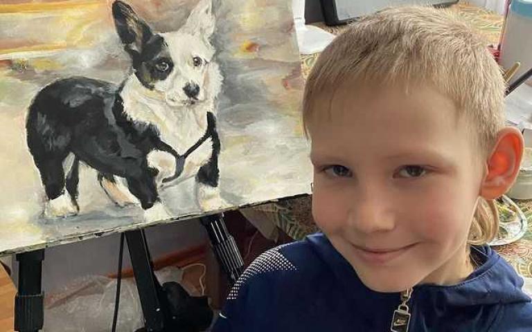 10歲童靠畫圖救浪浪!報酬不收錢只收飼料,自家畫廊還身兼貓咪收容所!
