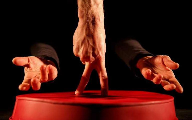 手指芭蕾舞出人生百態 比利時《指尖上的幸福人生》