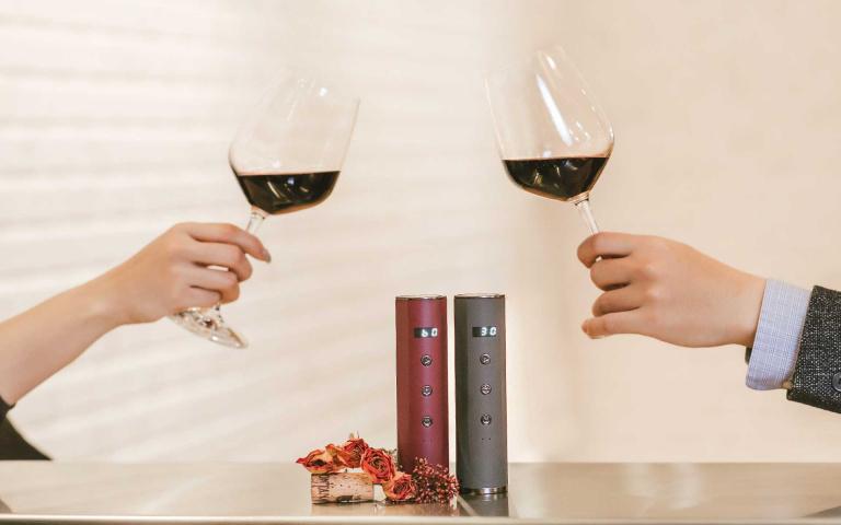 品味葡萄酒 喚醒是門學問~ 傳統物理式醒酒耗時又麻煩! LISSE電子品酒器 輕鬆又準確~