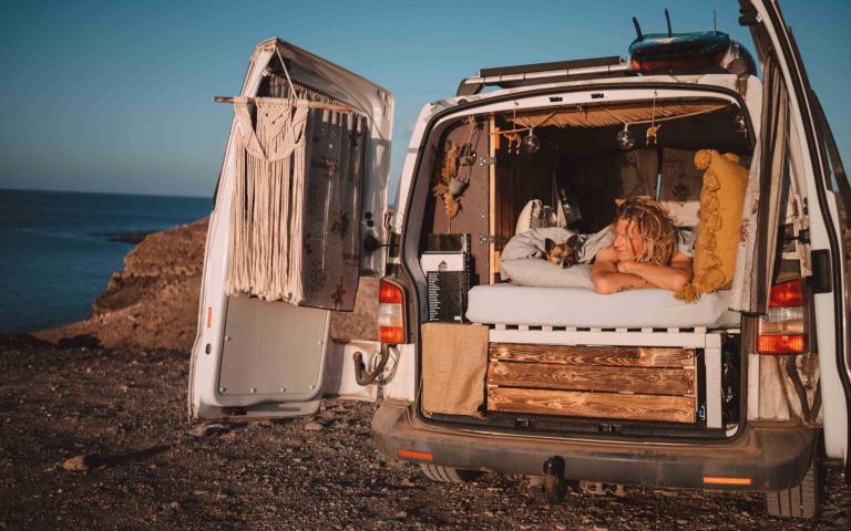 有輛改裝露營車 想去哪就去哪!起床還有美景相伴~
