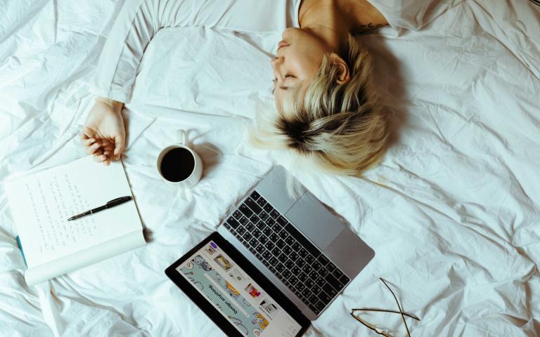 從「睡姿」就能看出愛情觀!日本網友認證「準到頭皮發麻」