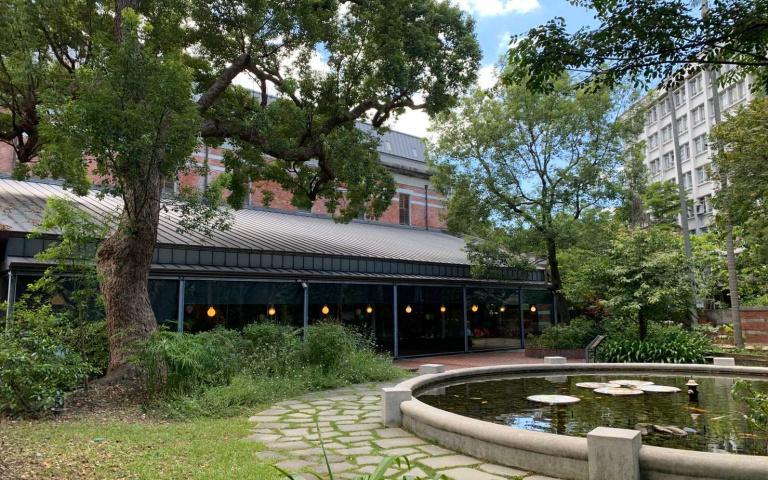 百年古蹟變身餐廳 隱藏市區「森林秘境美食」開幕