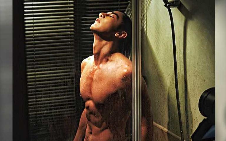 汪東城脫光洗澡...浴巾一路掉「快變18禁」