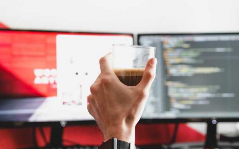 不出門就自己沖咖啡吧!堪稱居家法寶的3大咖啡渣用途