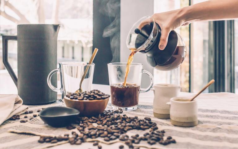 限時「買1送1」、加5元多一杯!各大超商、速食店祭出「咖啡優惠」,還不快喝起來!