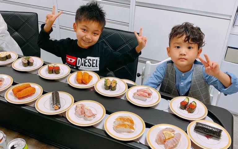 迴轉壽司到你家!在家也有如臨餐廳的儀式感,日本推出「壽司輸送帶出租」