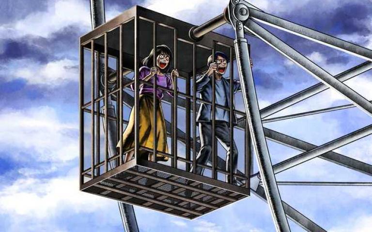 就是要你「嚇到懺悔」!遊樂園打造「監獄摩天輪」通風無極限,懼高症直接「靈魂出竅」!