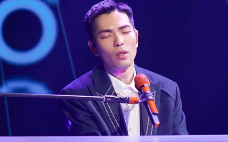 蕭敬騰秀白色鋼琴新吉他 自曝因疫影響樂當「宅男」