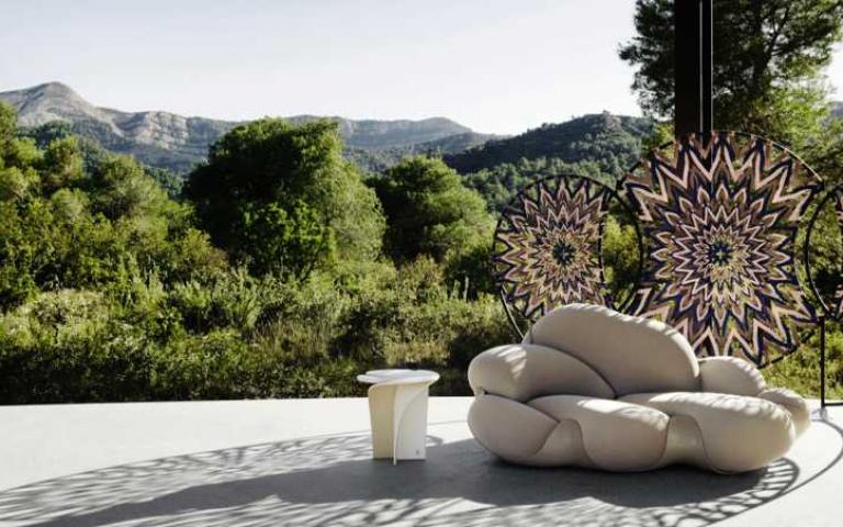 LV打造可攜帶收納的躺椅、GEORG JENSEN推出充滿流動感的不鏽鋼餐具...時尚品牌跨足居家依舊時髦過人