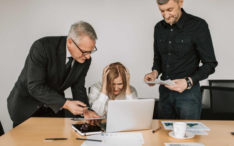 他是在逼你離職?六個跡象顯示,你的老闆其實不怎麼喜歡你!
