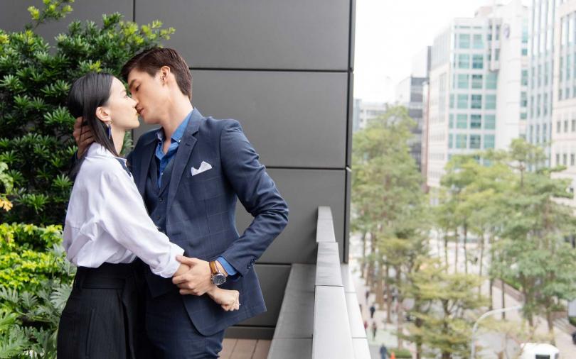 羅宏正「強吻鍾瑶」 爽喊:有甜甜的香味