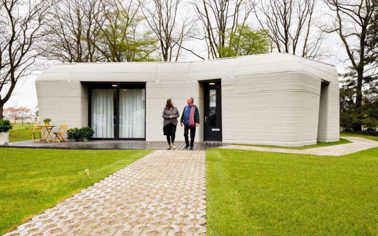 歐洲第一棟3D列印住宅!荷蘭夫妻入住5天完工、月租2.7萬平房