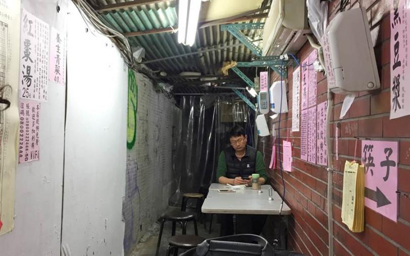 【吃台北】「標語控」小吃店 店再破也要給 WIFI 24小時餵人和手機充電