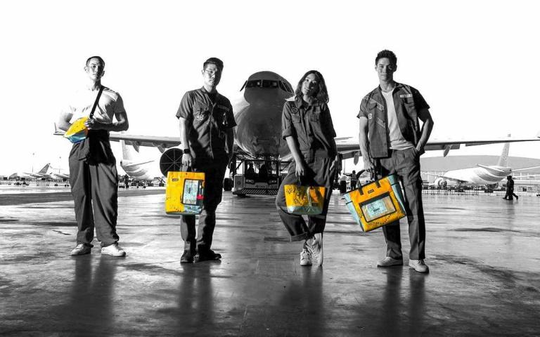 「泰」潮啦!正宗機上退役救生衣、充氣滑梯變身包包