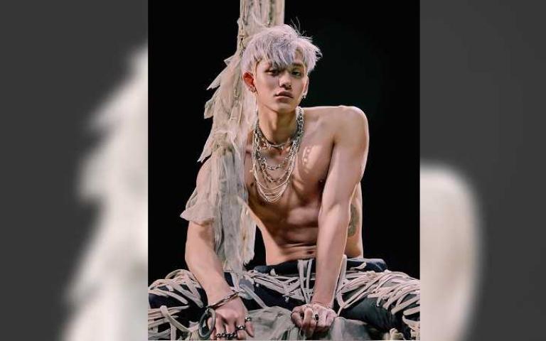 威神V首登韓國音樂舞台 LUCAS裸上身大秀結實腹肌