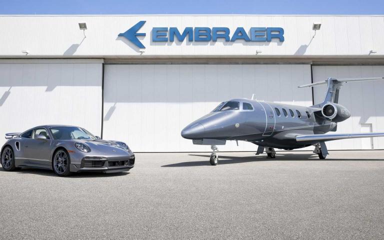 德國名廠Porsche 竟然有跟飛機廠商合作,買「大機」送「小機」打造限量聯名版本!