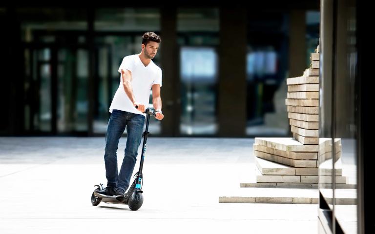 滑板車只有小朋友在玩? 來自瑞士的Micro Scooter 從1~99歲愛玩!