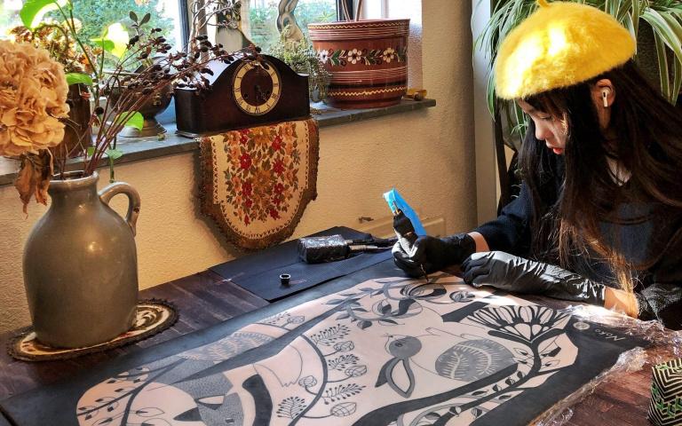 11歲小女孩可以當刺青師?我們還在媽媽10元的年紀耶!來自日本的小小刺青師Noko酱!