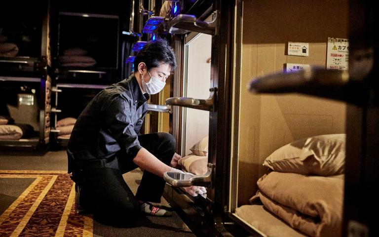 日本「膠囊旅館」搶攻租屋市場!每月一萬台幣就能享有包餐住宿