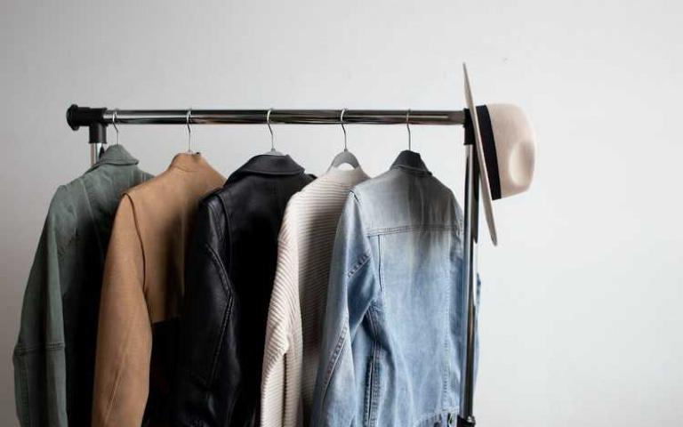起床困難戶注意!只要一個動作就能找到想穿的衣服