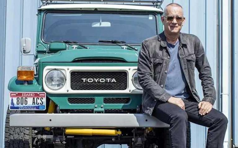 連好萊塢巨星也愛不釋手的日系車!湯姆漢克Tom Hanks的Toyota Land Cruiser FJ40要拍賣啦!