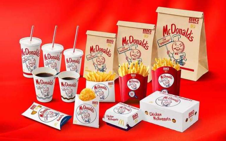 麥當勞歡慶50周年!元老級吉祥物「Speedee」登場,連麥當勞叔叔都要喊聲:「學長好!」