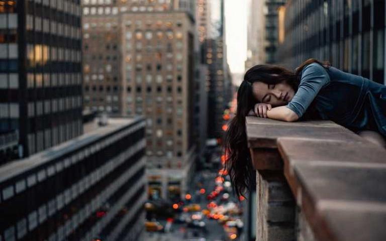 看似樂於交際,心裡卻很寂寞「外向孤獨症」的5個特徵