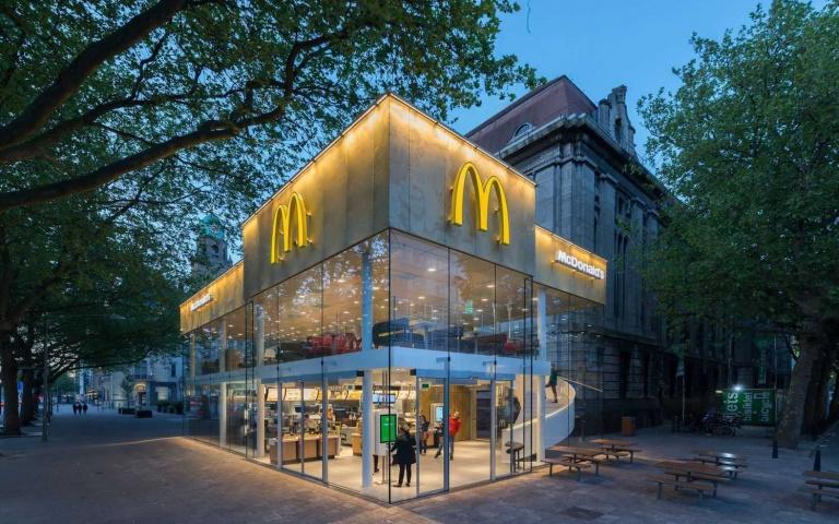 堪稱「世上最美麥當勞」的由來竟然是因為被嫌太醜?