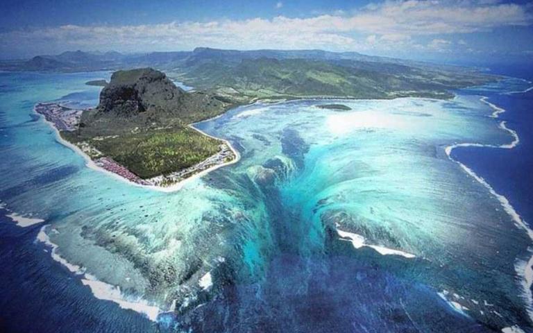 天堂的原型!模里西斯奇景「海底瀑布」,真的美到不可思議…