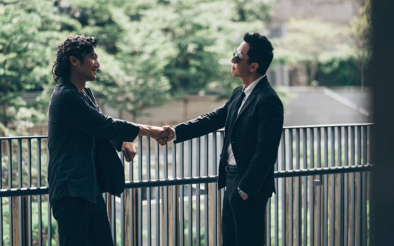 謝霆鋒創作主題曲 邀請甄子丹彈鋼琴 拍MV 兩大型男大鬥琴藝