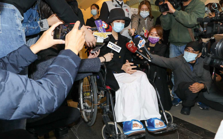Lulu坐輪椅送劉真 盼給辛龍勇氣