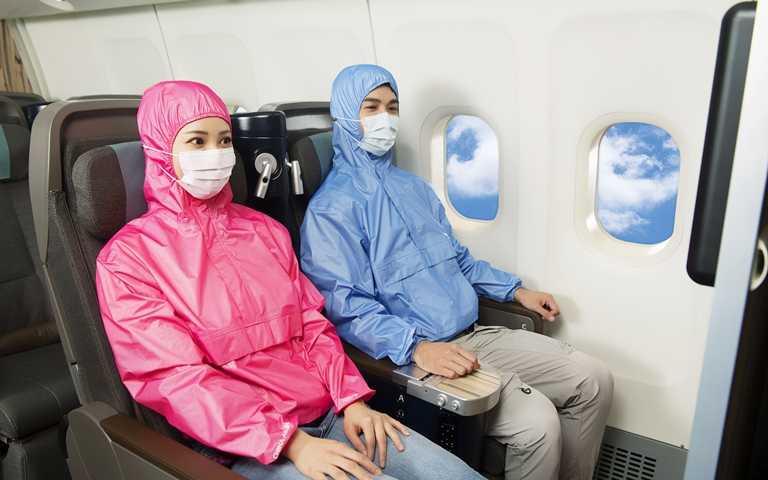 坐飛機包緊緊也要穿出防疫新潮流!明基材料X華航攜手用科技面料打造「時尚隨護帽T」 有型多機能性太優秀!