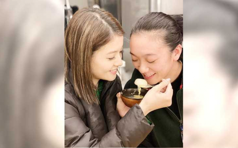 貓奴王樂妍、小8互比身上爪痕 「這也是一種愛的象徵!」