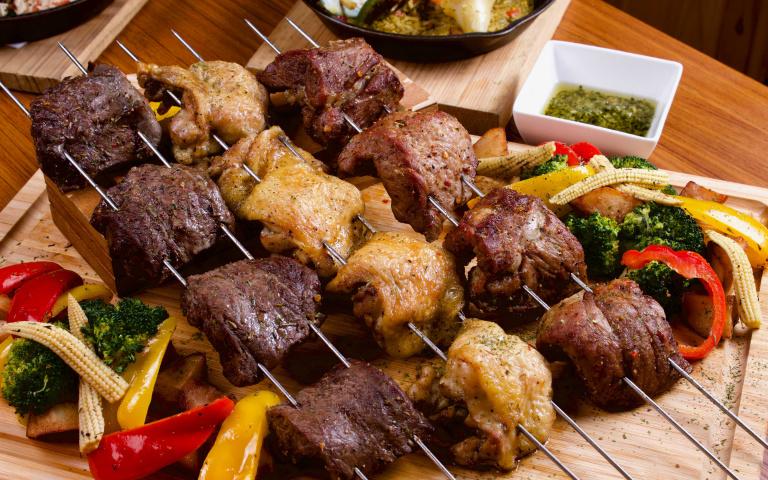 大口吃肉才過癮!超霸氣巴西窯烤、椰奶燉魚 知名餐酒館推「重口味」南美料理吸客