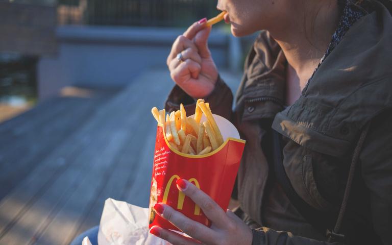 漢堡限時買一送一!歡慶雙12麥當勞祭出超狂優惠 6塊麥克雞塊只要39元