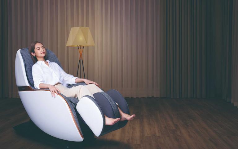連楊丞琳都愛!「既是沙發也是按摩椅」網美造型連屁屁都能按 「手刀購入現省14000元」最狂新年賀禮就是它!